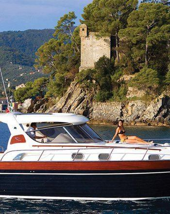 Luxury Boat Chartering by Apreamare 38 Comfort