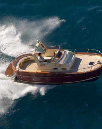 Luxury Boat Chartering by Jeranto 750 Classic