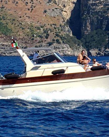 Luxury Boat Chartering by Jeranto 950 Cabin